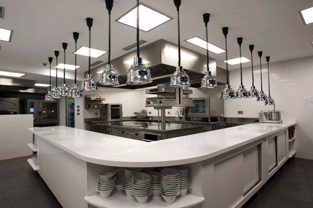 Bếp nhà hàng được thiết kế khoa học