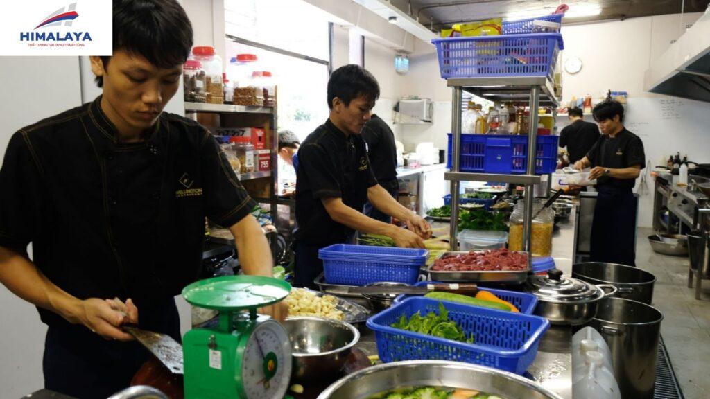 Bếp inox công nghiệp nhà hàng tại Himalaya